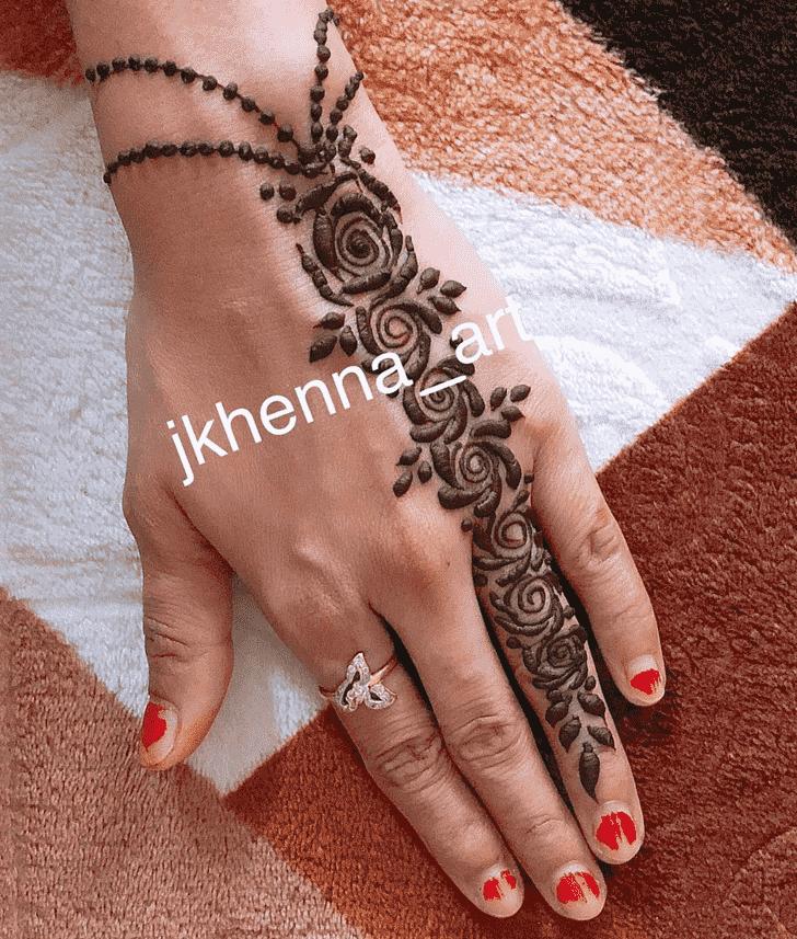 Alluring Solang Valley Henna Design