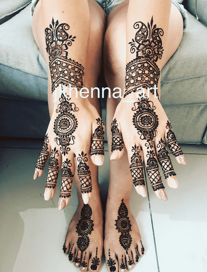 Appealing Solang Valley Henna Design