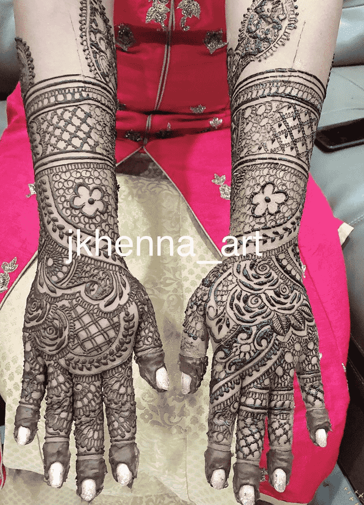 Charming Solang Valley Henna Design