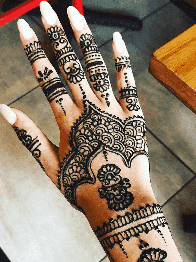 Alluring South Indian Henna Design