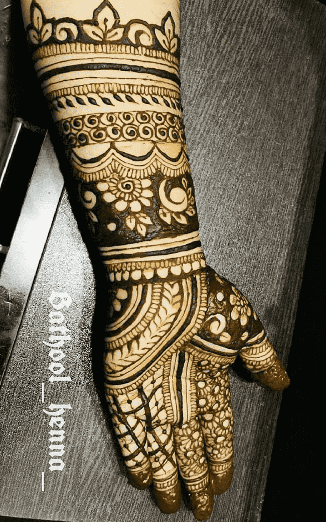 Classy South Indian Henna Design