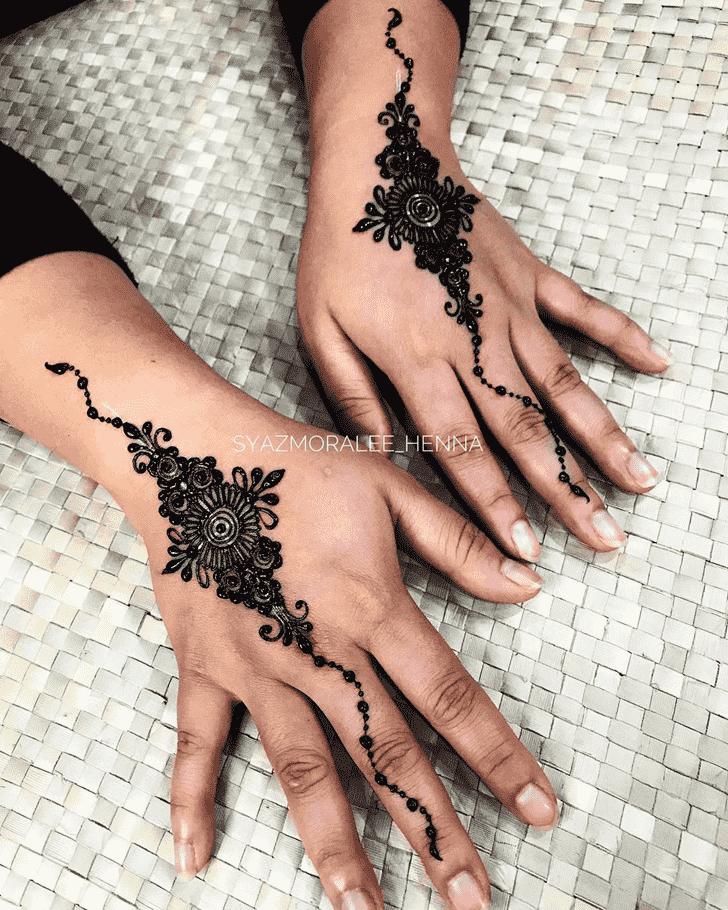 Shapely Surat Henna Design