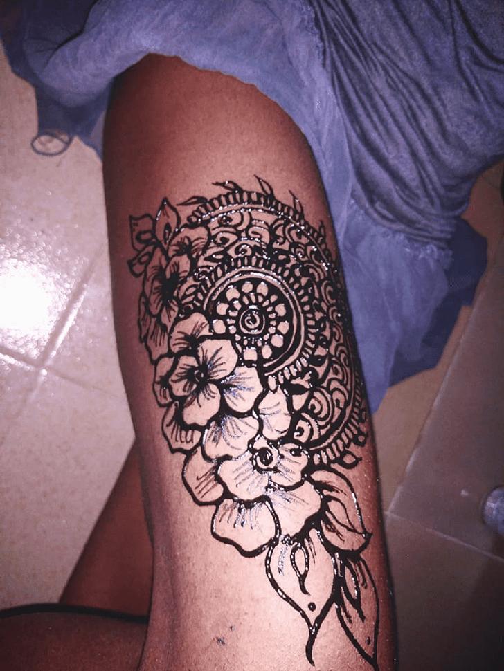 Alluring Thigh Henna Design