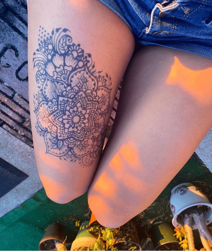 Angelic Thigh Henna Design