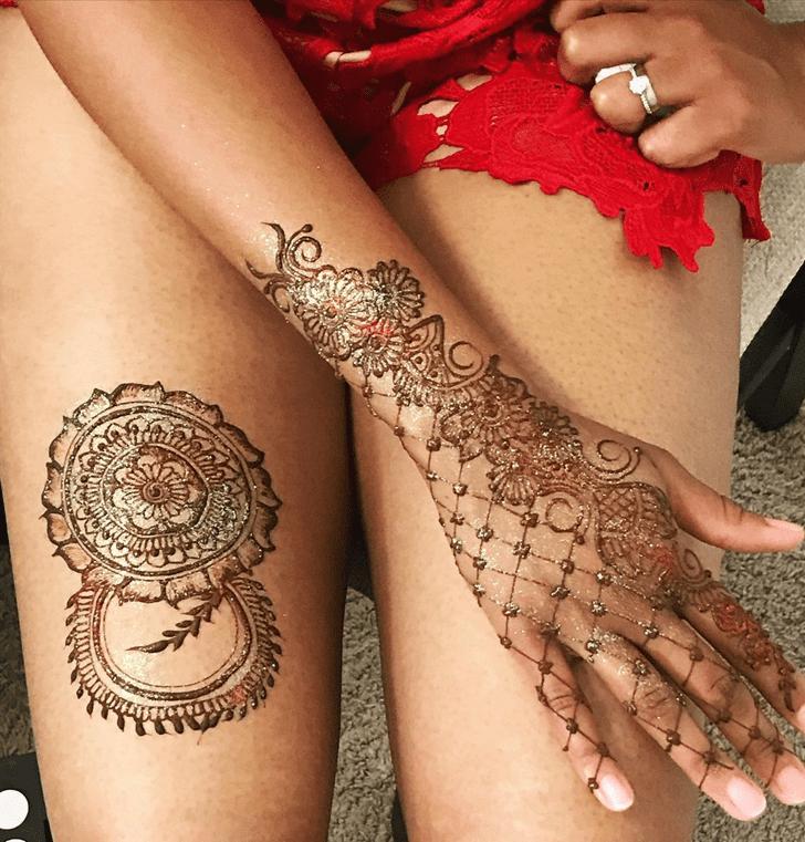 Charming Thigh Henna Design