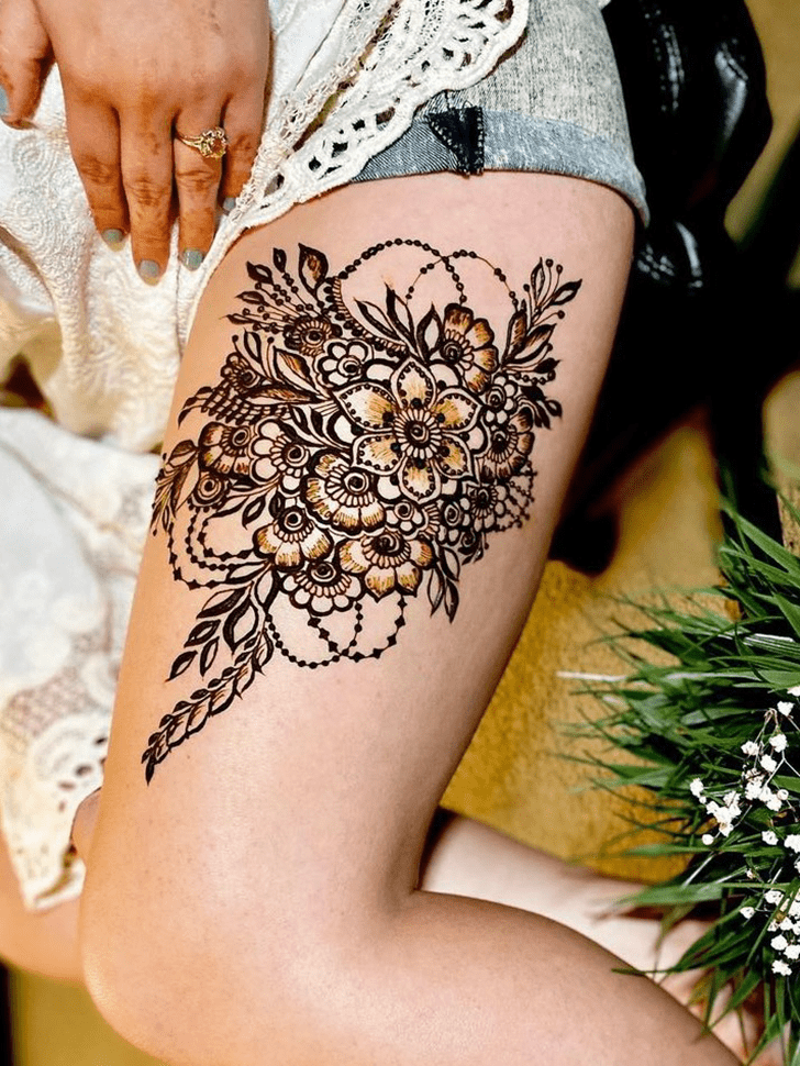 Classy Thigh Henna Design