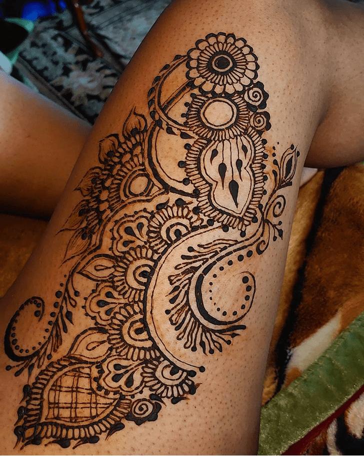 Delicate Thigh Henna Design