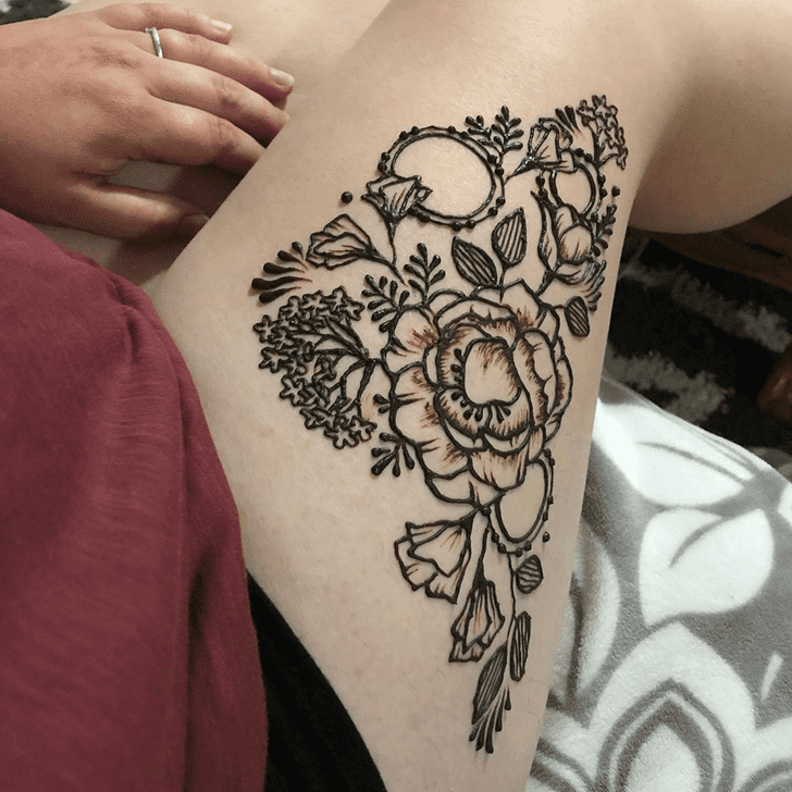 Elegant Thigh Henna Design