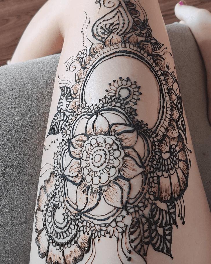 Enticing Thigh Henna Design