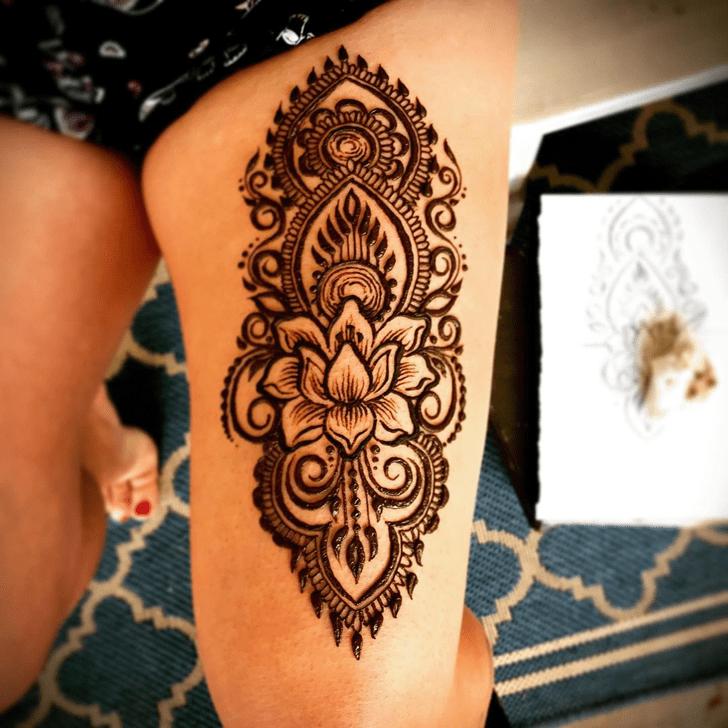 Exquisite Thigh Henna Design