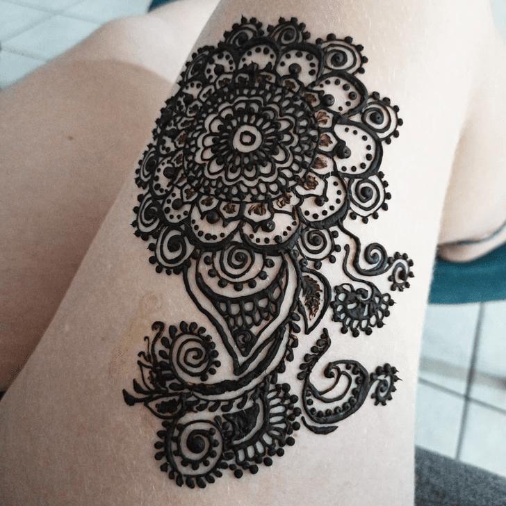 Fascinating Thigh Henna Design