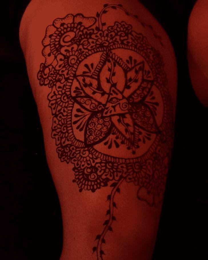 Grand Thigh Henna Design
