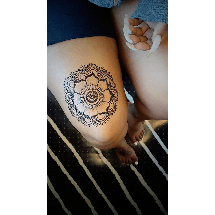 Nice Thigh Henna Design