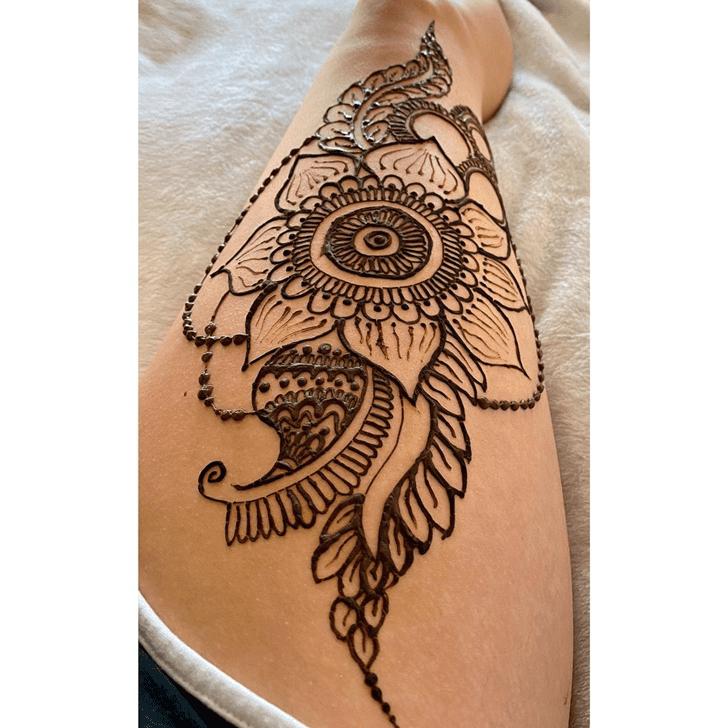 Pretty Thigh Henna Design