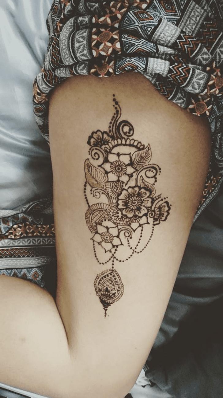 Resplendent Thigh Henna Design