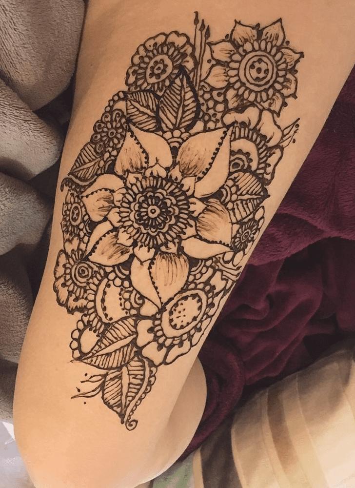 Shapely Thigh Henna Design