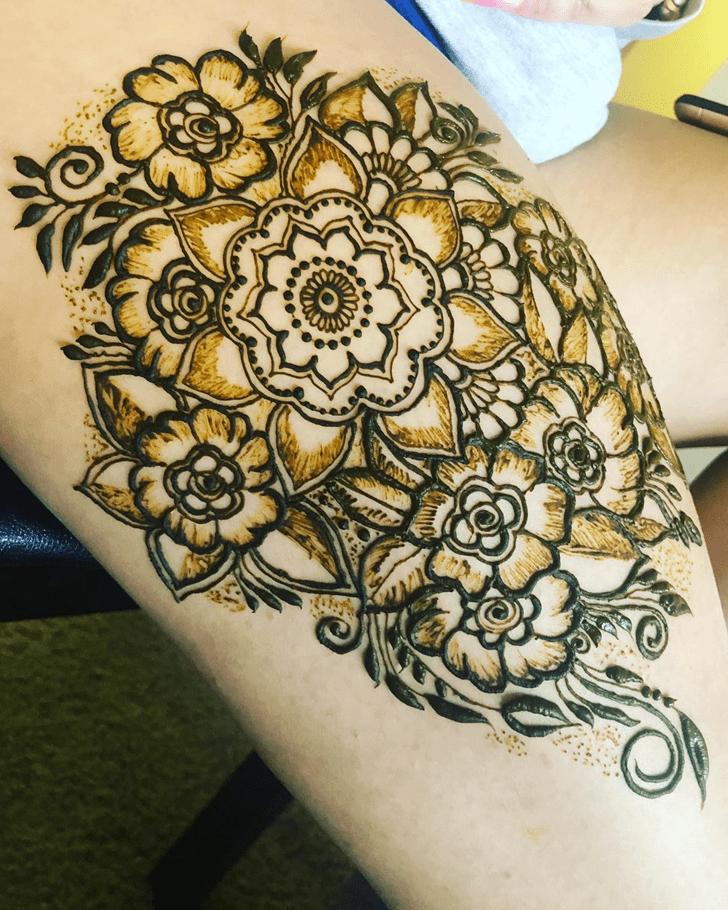 Superb Thigh Henna Design