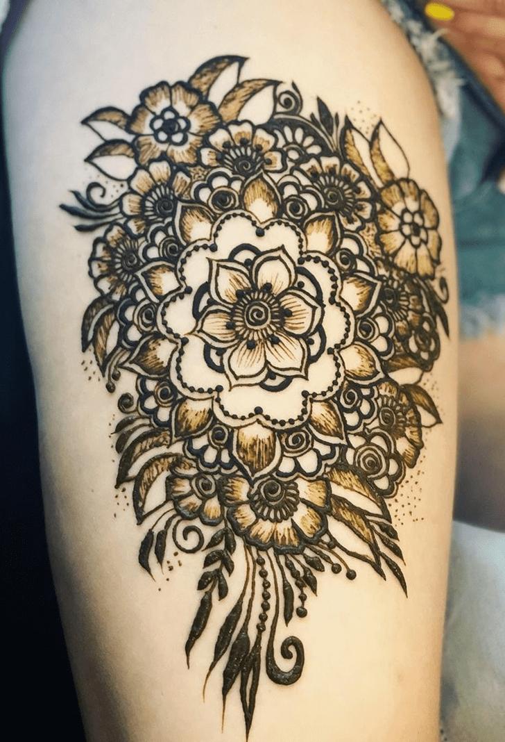 Symmetrical Thigh Henna Design