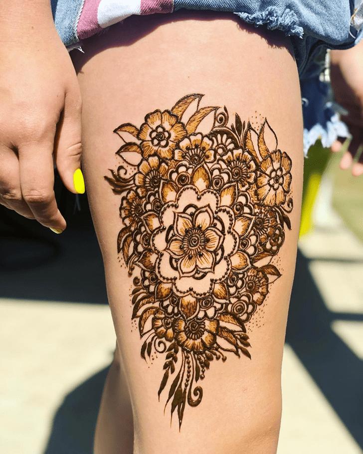 Breath Taking Thigh Henna Design