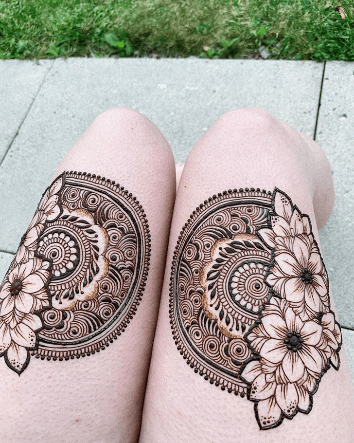 Wonderful Thigh Henna Design