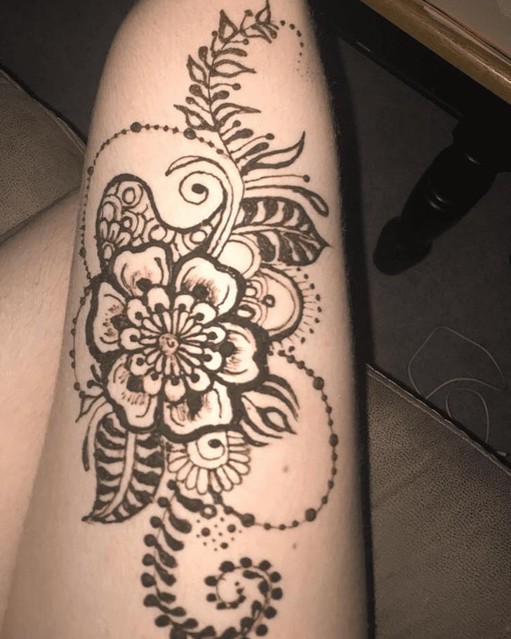 Winsome Thigh Henna Design