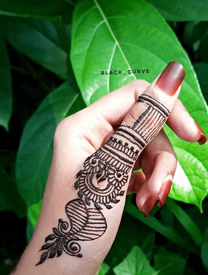 Admirable Thumb Mehndi Design