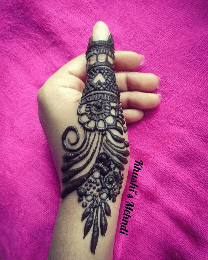 Alluring Thumb Henna Design