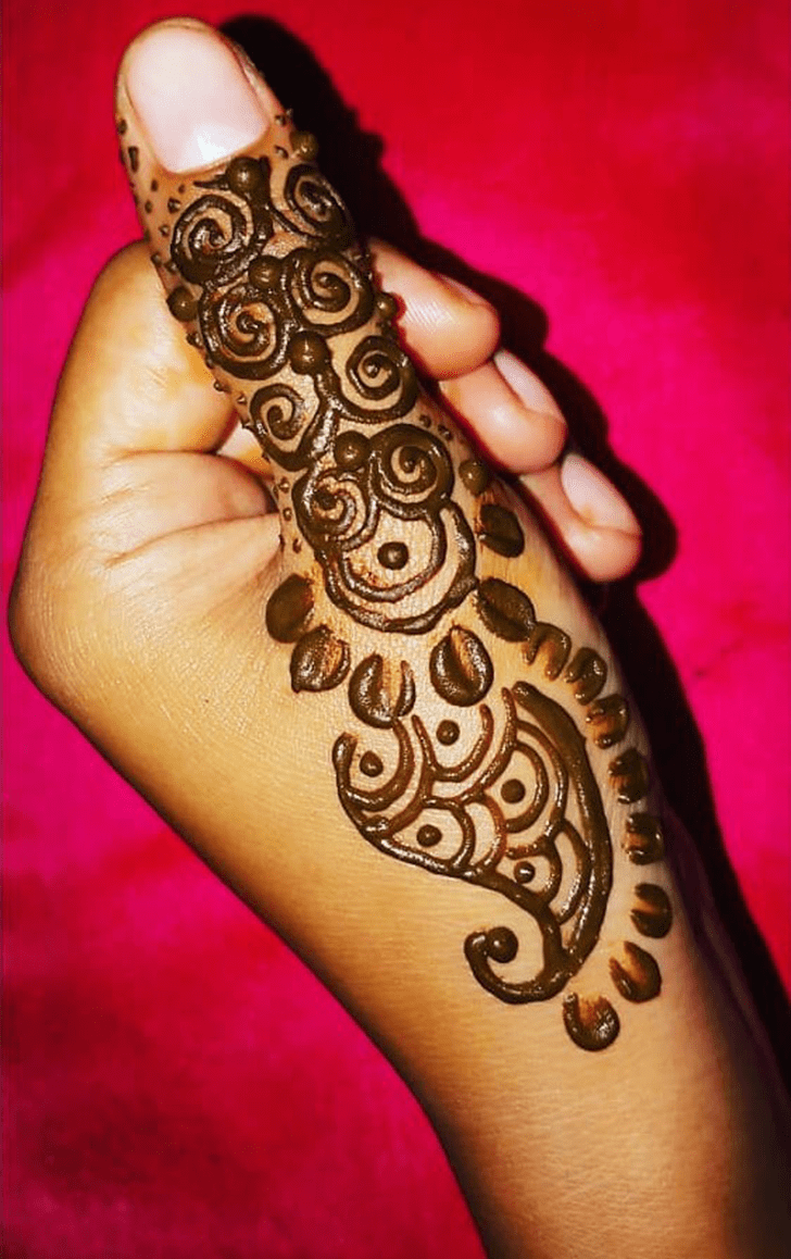Angelic Thumb Henna Design