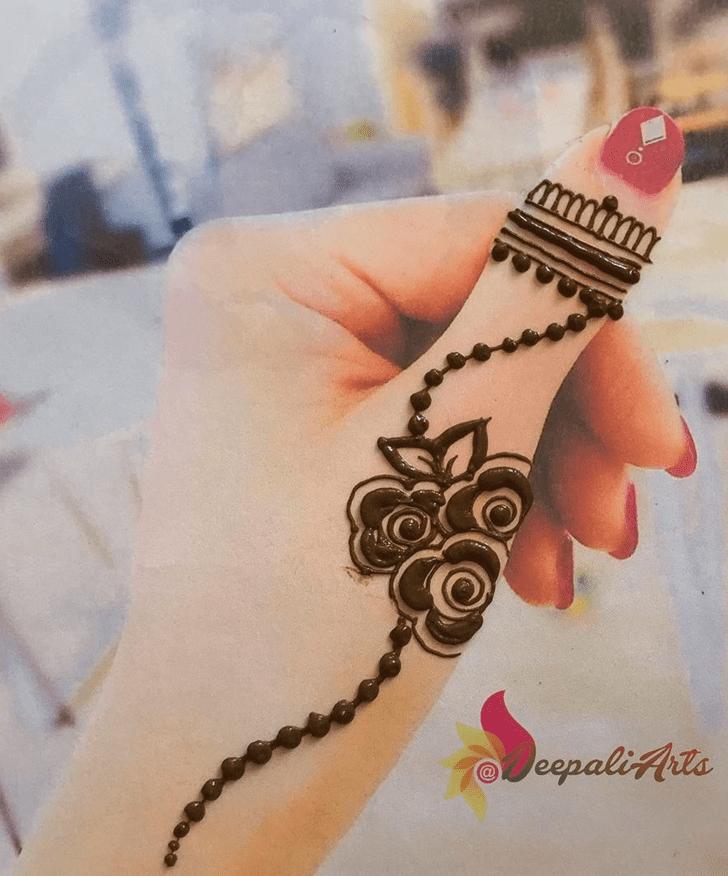 Cute Thumb Henna Design