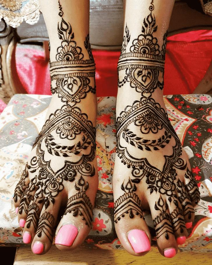 Fetching Unique Henna Design