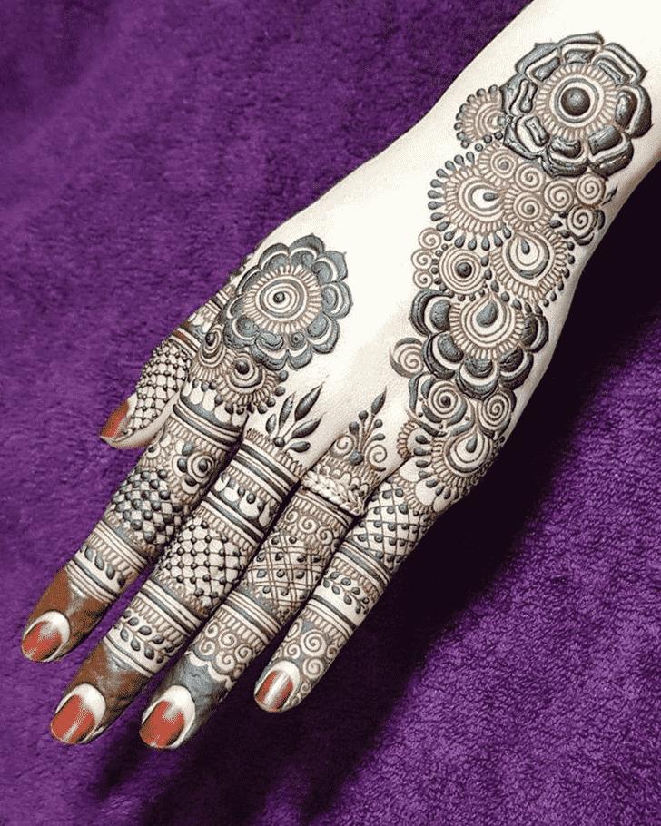 Inviting Unique Henna Design