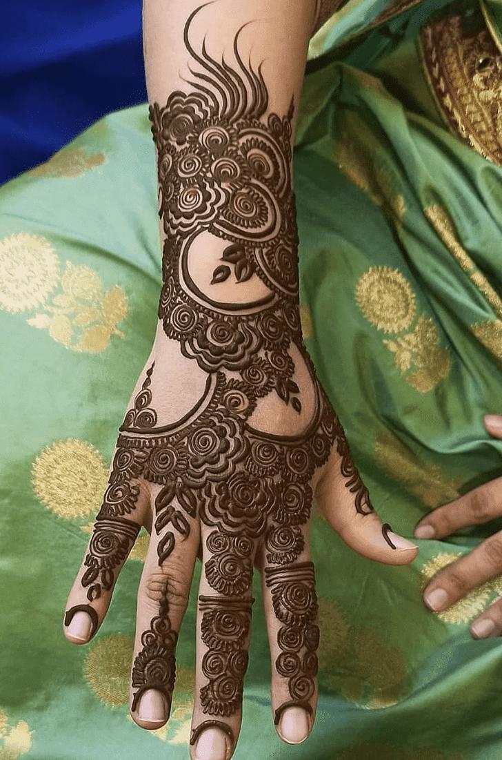 Captivating Vat Purnima Henna Design