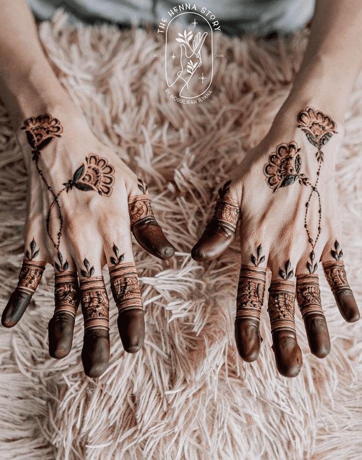 Comely Vat Purnima Henna Design