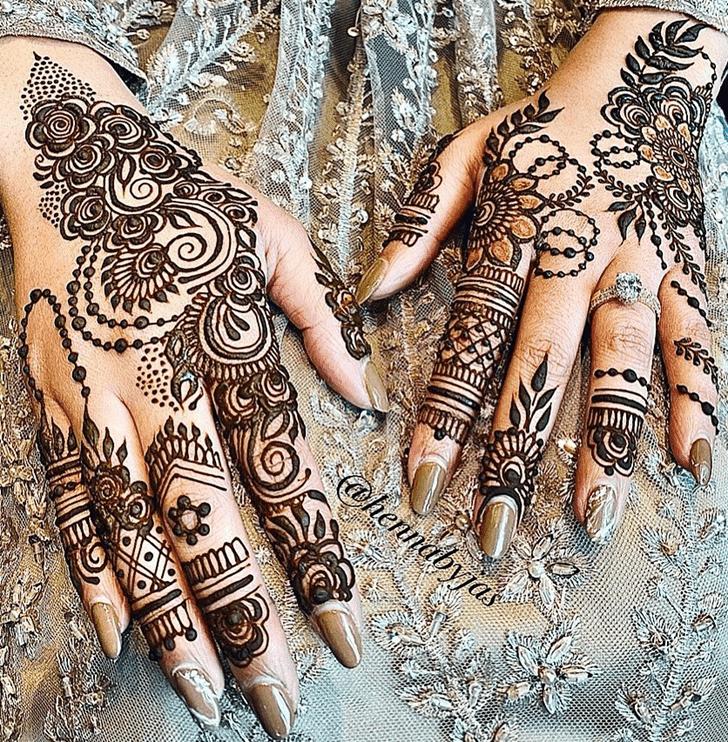 Dazzling Vat Purnima Henna Design