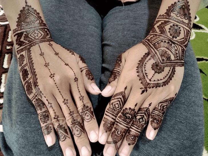Elegant Vat Purnima Henna Design