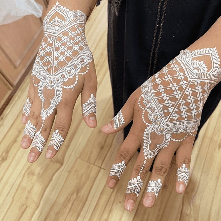 Enthralling Vat Purnima Henna Design