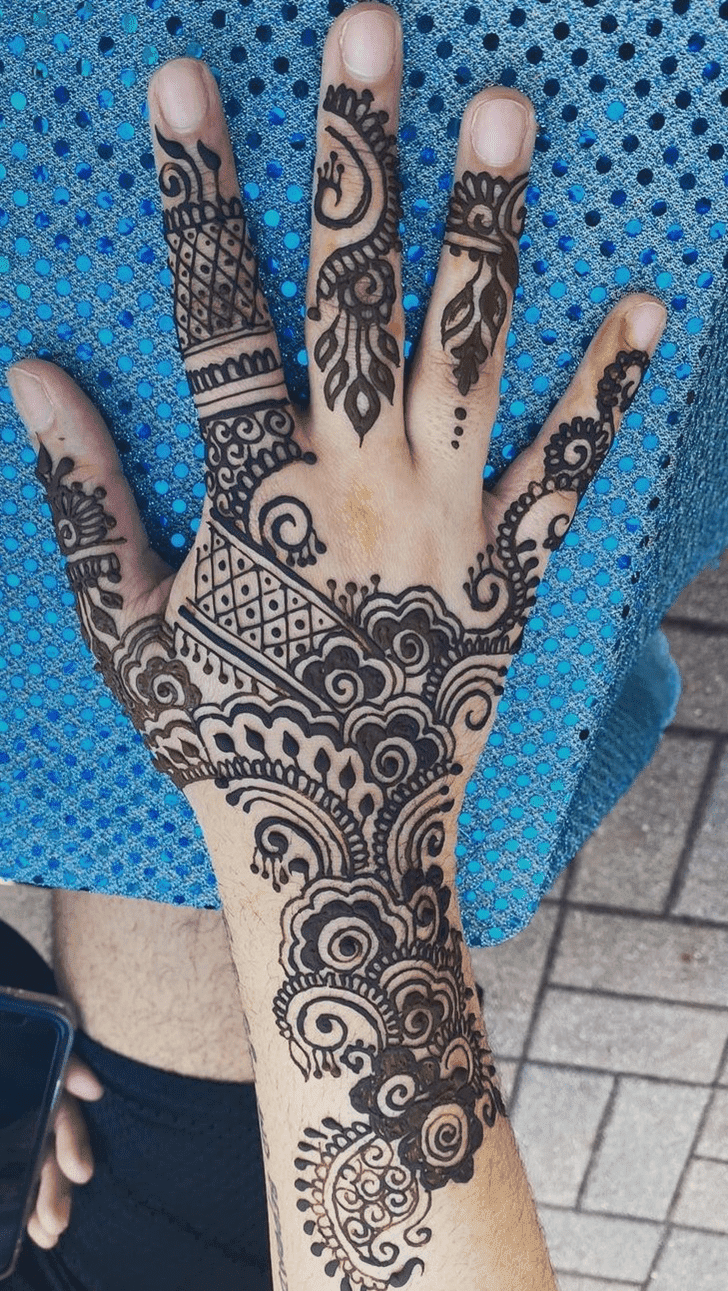 Exquisite Vat Purnima Henna Design