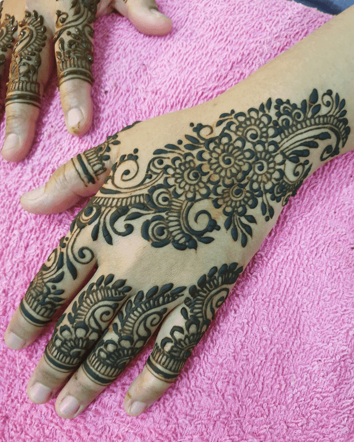 Fair Vat Purnima Henna Design