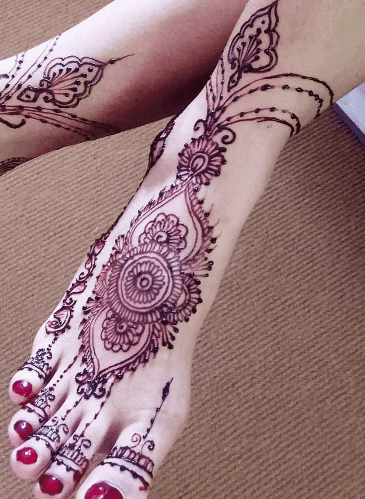 Fetching Vat Purnima Henna Design