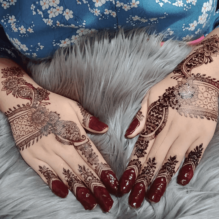 Good Looking Vat Purnima Henna Design