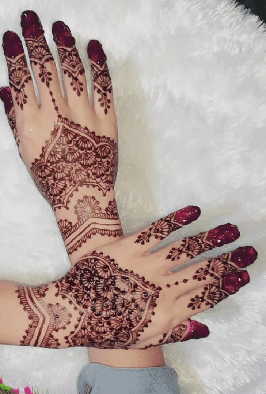 Mesmeric Vat Purnima Henna Design