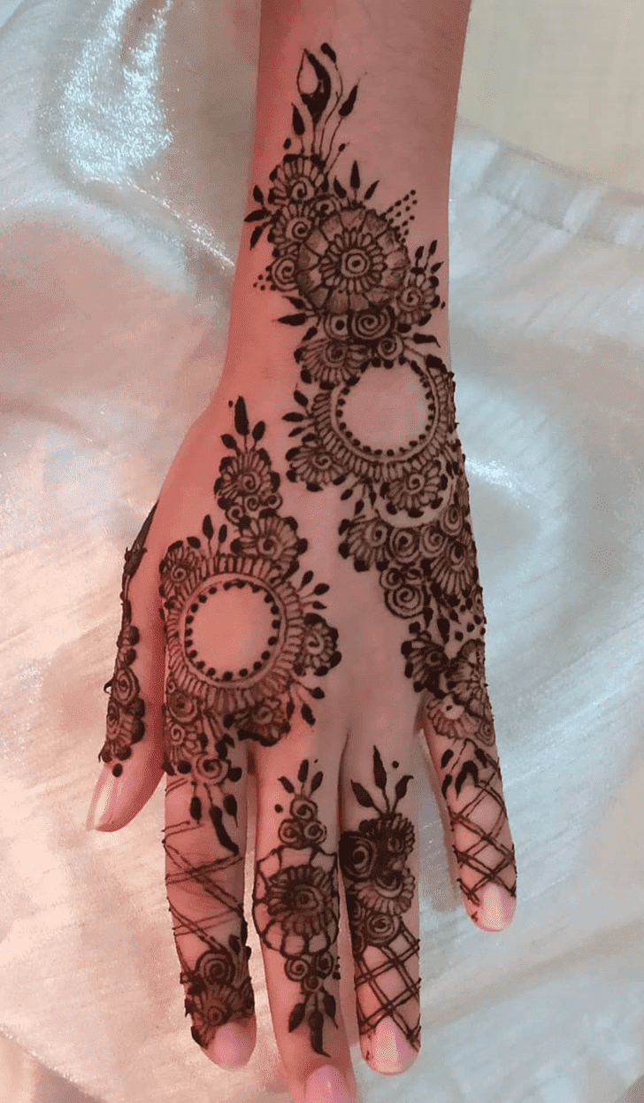 Superb Vat Purnima Henna Design