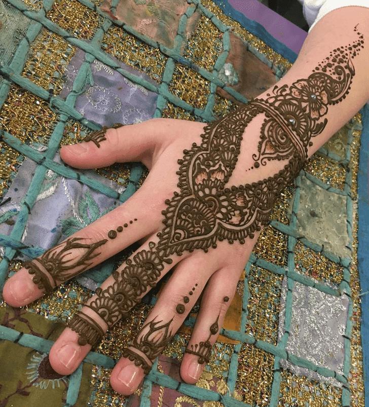 Alluring Western Henna Design