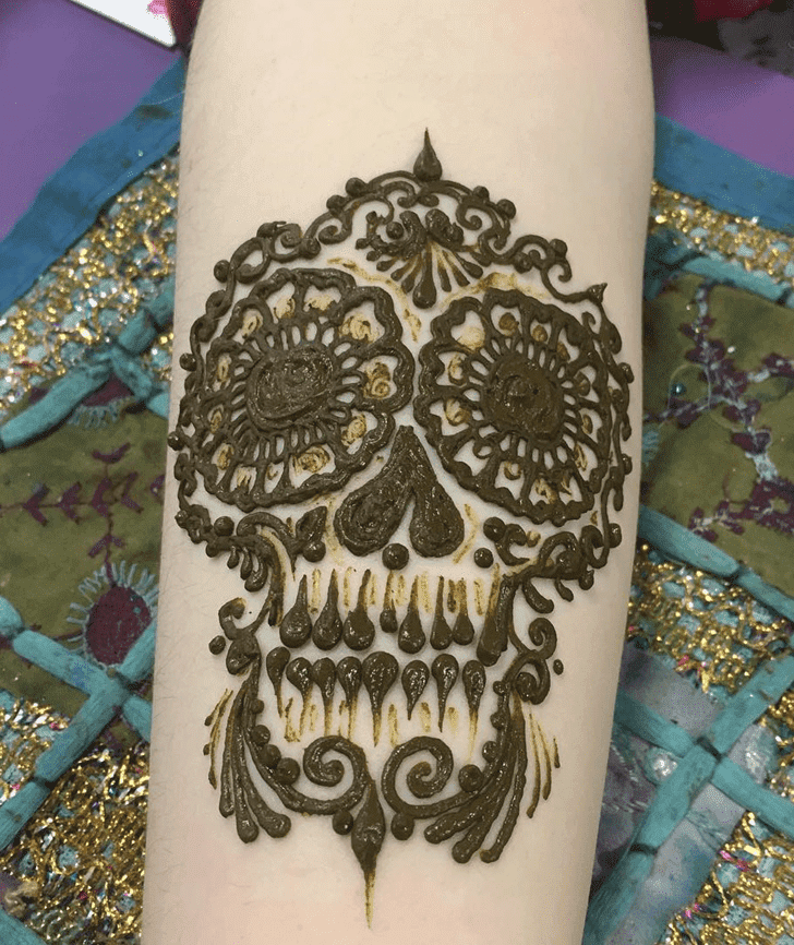 Captivating Western Henna Design