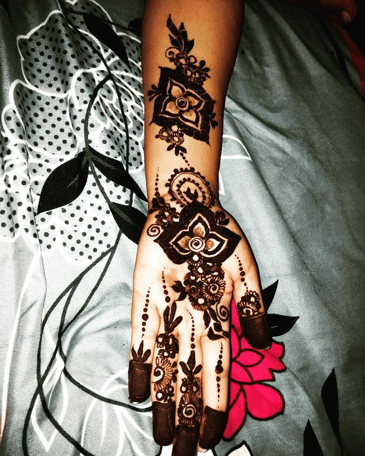 Enthralling Western Henna Design