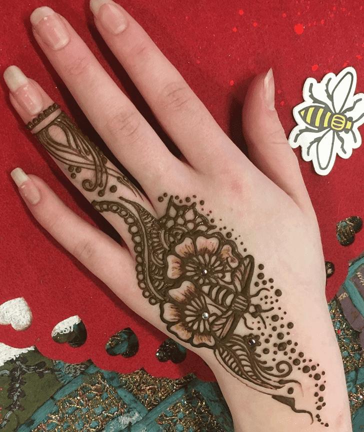 Mesmeric Western Henna Design