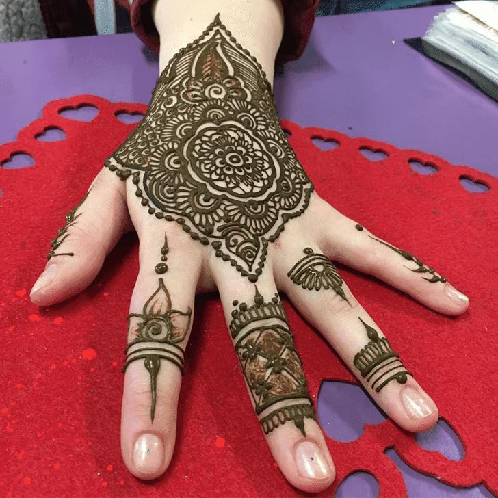 Resplendent Western Henna Design