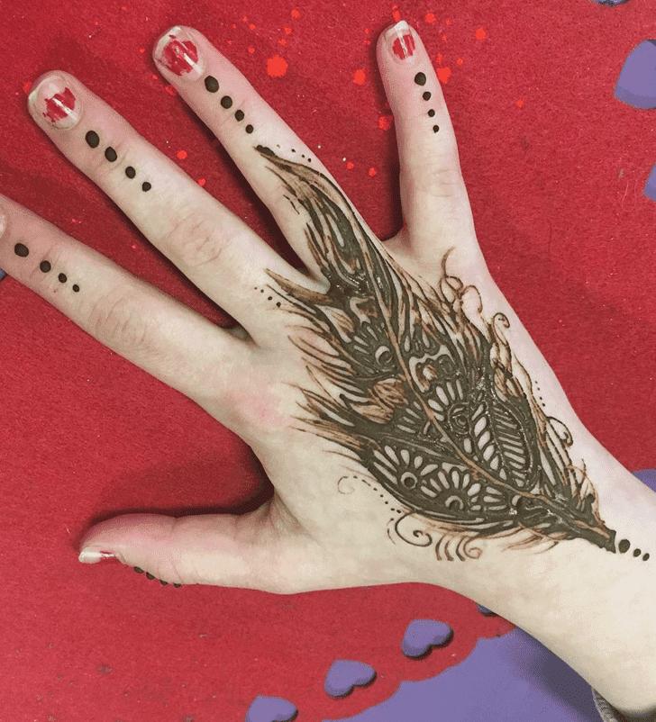 Shapely Western Henna Design