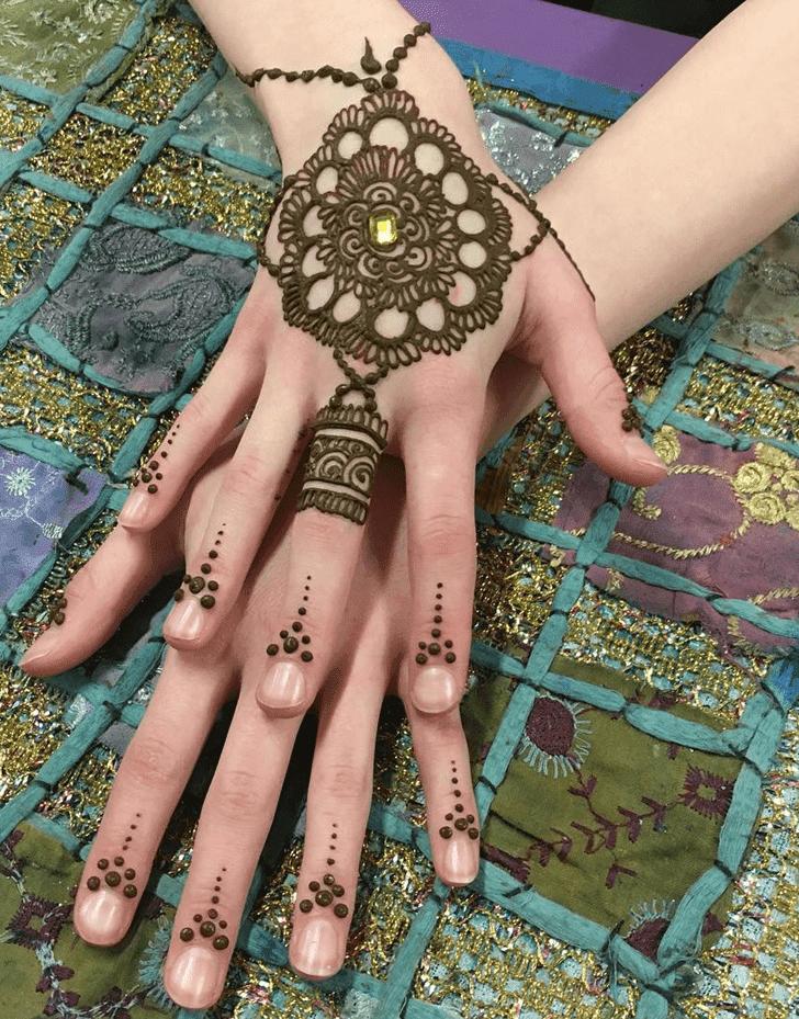 Splendid Western Henna Design