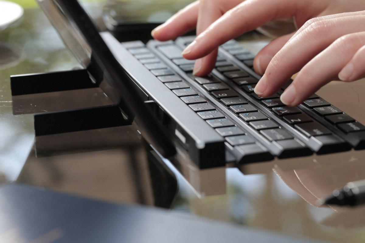 LG Rolly Keyboard 4